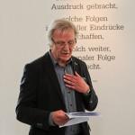 Dr. Ewald Bettinga führt in das Werk Werthmanns ein.
